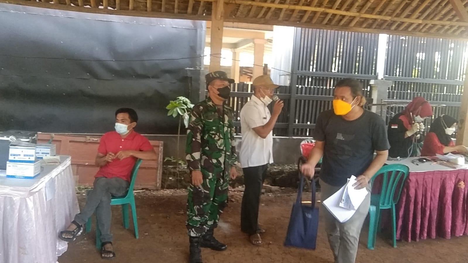 Babinsa Jatiasih Gandeng Ketua RT Jadikan Rumahnya Gerai Vaksinasi Covid-19